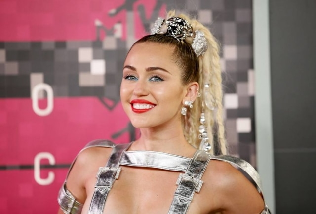 Afastada de polêmicas e dos holofotes, Miley Cyrus revela que está numa fase de mudança e, em breve, vai lançar um novo álbum diferente de tudo o que já fez.