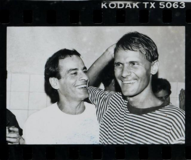 Mais uma variação de imagem para a sequência registrada entre Cazuza e Ney,nos bastidores do show de lançamento do disco 'Ideologia', em 1988.Clique aqui para ver mais