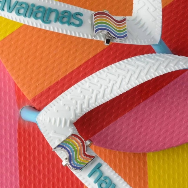Em um dos modelos, detalhepara a bandeira arco-íris, que representa comunidade LGBTQIA+
