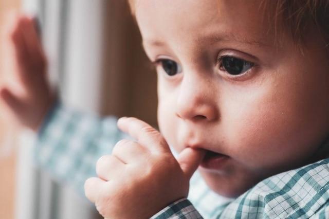 É possível evitar acidentes domésticos com crianças em casa.