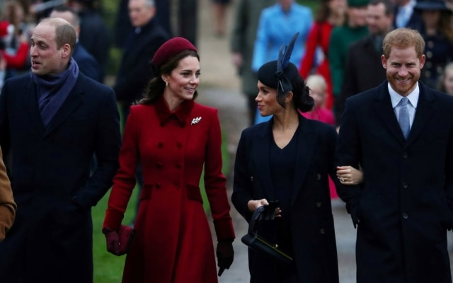 Príncipe William e Kate Middleton, duque e duquesa de Cambridge, ao lado de Meghan Markle e príncipe Harry, duquesa e duque de Sussex, em dezembro de 2018.