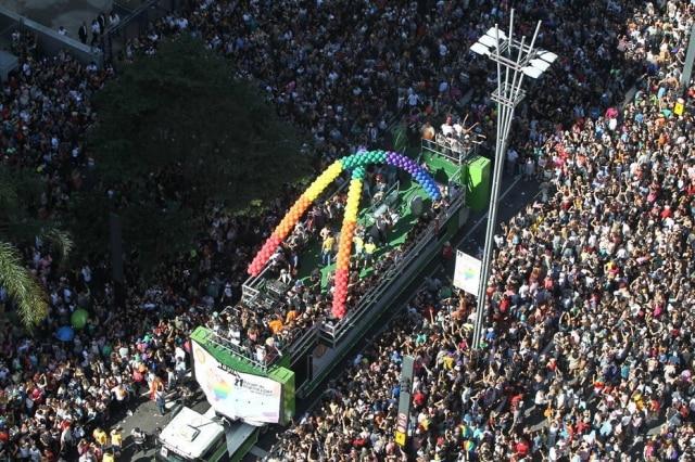 Parada do Orgulho LGBT de São Paulo, que começou na Avenida Paulista e terminou no Vale do Anhagabaú.