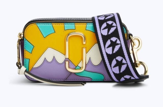 A bolsa estampada está à venda por 395 dólares