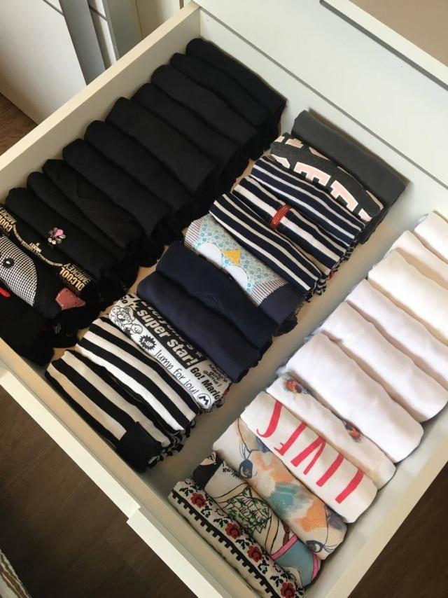 Guarde as roupas em pé na gaveta para facilitar a visualização