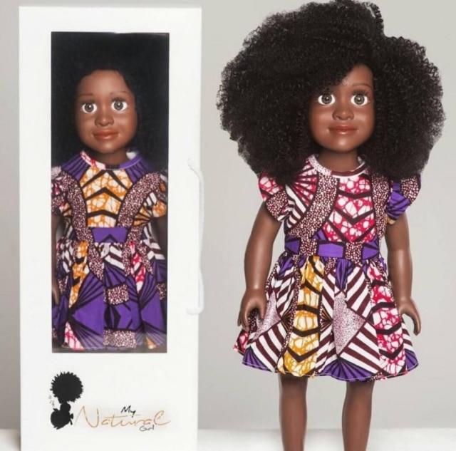 A My Natura Doll tem fios crespos naturais, que podem ser estilizados como as crianças quiserem.