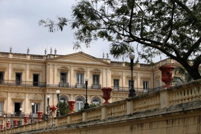 Fachada neoclássica do Palácio de São Cristóvão, na Quinta da Boa Vista, onde funcionava o Museu Nacional