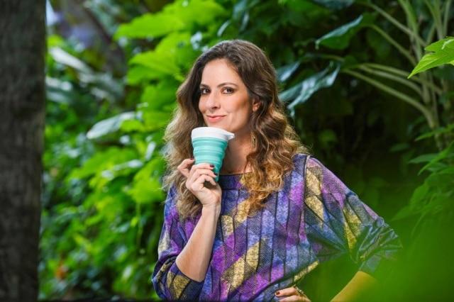 Fernanda Cortez reduziu o consumo, passou a produzir menoslixo e economiza com hábitos de vida que respeitam o meio ambiente.