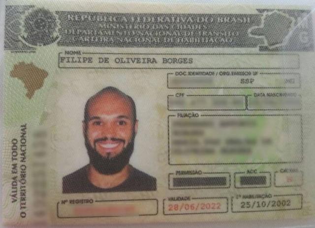 Filipe apareceu com um 'sorrisão' na foto de sua CNH