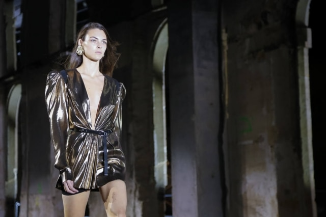Passarela da marca Yves Saint Laurent na Paris Fashion Week. em setembro de 2016