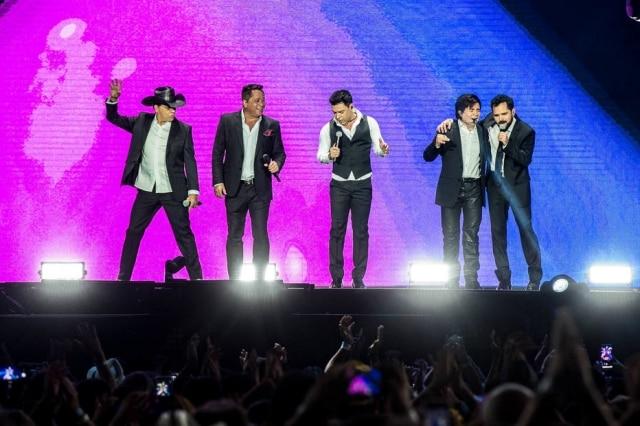 Chitãozinho, Leonardo, Zezé Di Camargo, Xororó e Luciano durante o show 'Amigos - 20 Anos' realizado em São Paulo em 7 de setembro de 2019.