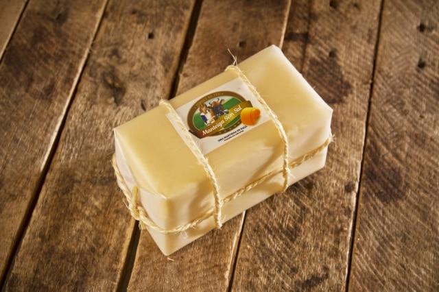 Manteiga Goldy, feita com creme de leite de Jersey.