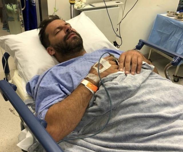 O atorHenri Castelli passar por cirurgia na mandíbula