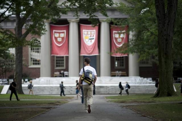 Harvard enviou cartas aos estudantes comunicando o desligamento