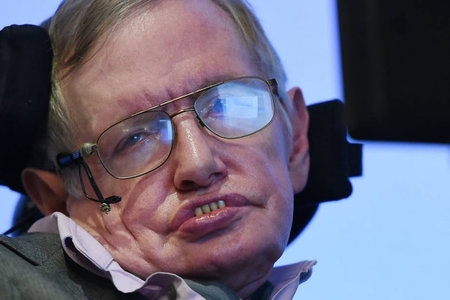 O físico teórico e cosmólogo Stephen Hawking morreu aos 76 anos.