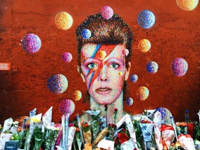 David Bowie foi vítima de um câncer no fígado e morreu em janeiro de 2016, aos 69 anos.