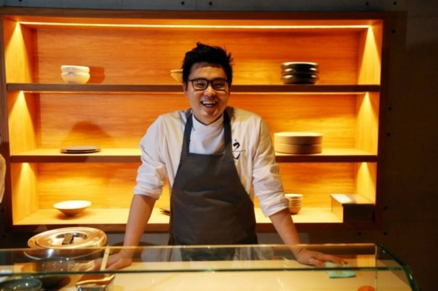 O chef Tadashi Shiraishi, do japonês UN