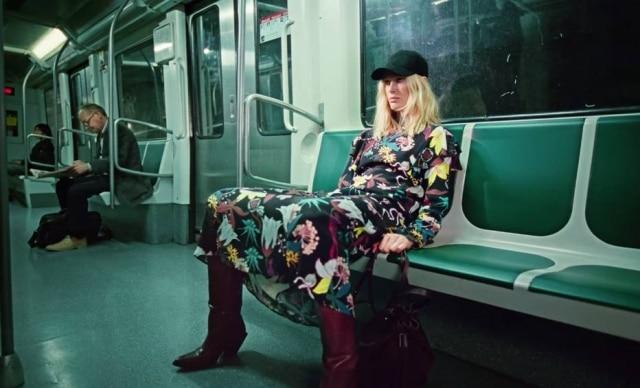 """A campanha da H&M ironiza o comportamento """"de mocinha"""""""