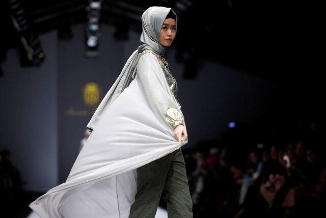 Desfile da estilista Anniesa Hasibuan