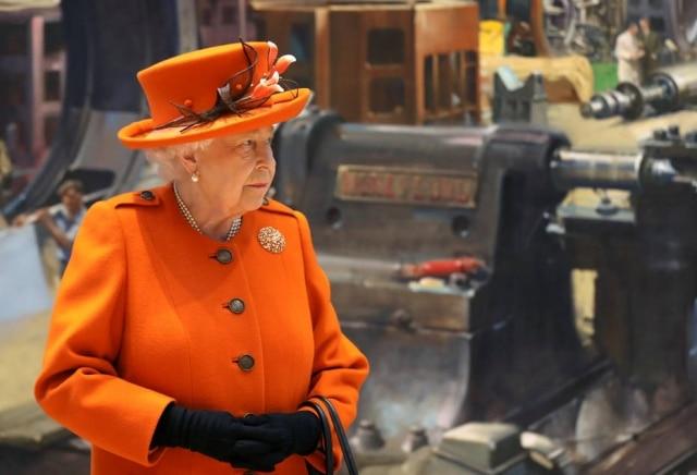A rainha Elizabeth II durante visita ao Museu de Ciência em Londres.