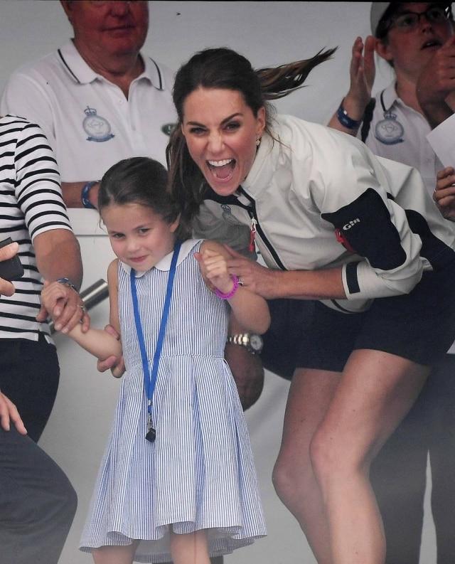 Princesa Charlotte e Kate Middleton.