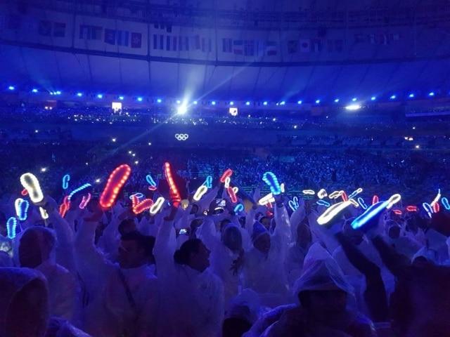 Os atletas da Grã-Bretenha usaram tênis com luz de led nacerimônia de encerramento da Olimpíada do Rio de Janeiro.