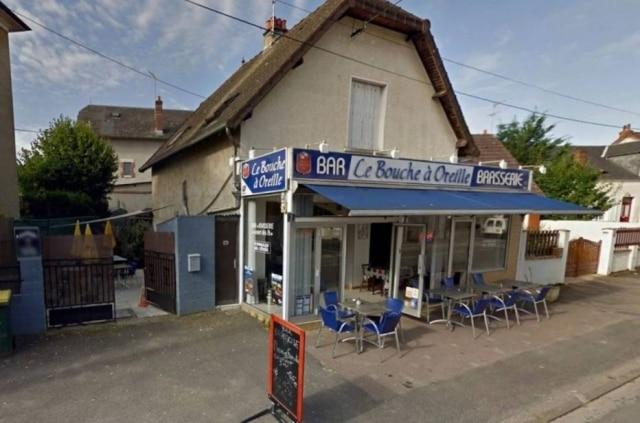 Le Bouche à Oreille, que recebeu erroneamente uma estrela Michelin.