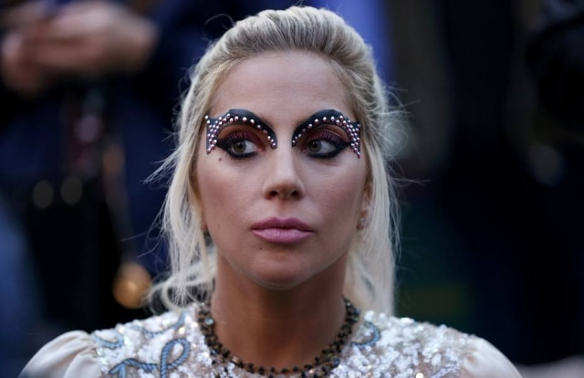 Lady Gaga na primera fila do desfile da marcaTommy Hilfiger na Califórnia, em fevereiro