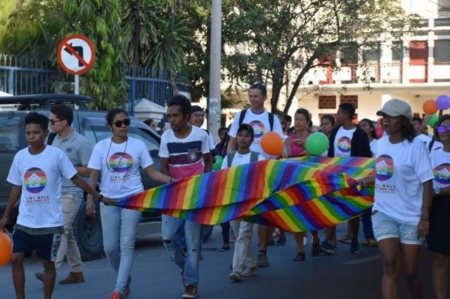 Parada LGBT no Timor Leste reuniu cerca de 500 pessoas.