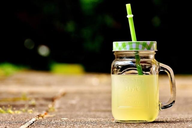 Estabelecimento trocou os canudos de plásticos por versões biodegradáveis.