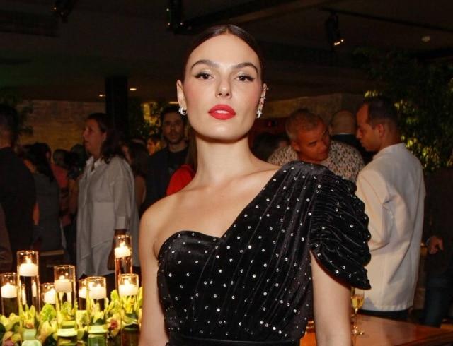 A atrizIsis Valverde em jantar beneficente do Instituto Luisa Mell, me setembro de 2019.