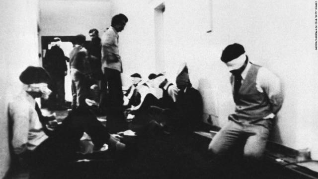 Americanos são mantidos reféns na embaixada americana em Teerã, 1979