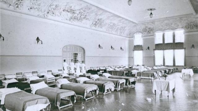"""O """"Club Athletico Paulistano"""" adaptou instalações para comportar leitos para os doentes dagripe espanhola, São Paulo, SP, 1918."""