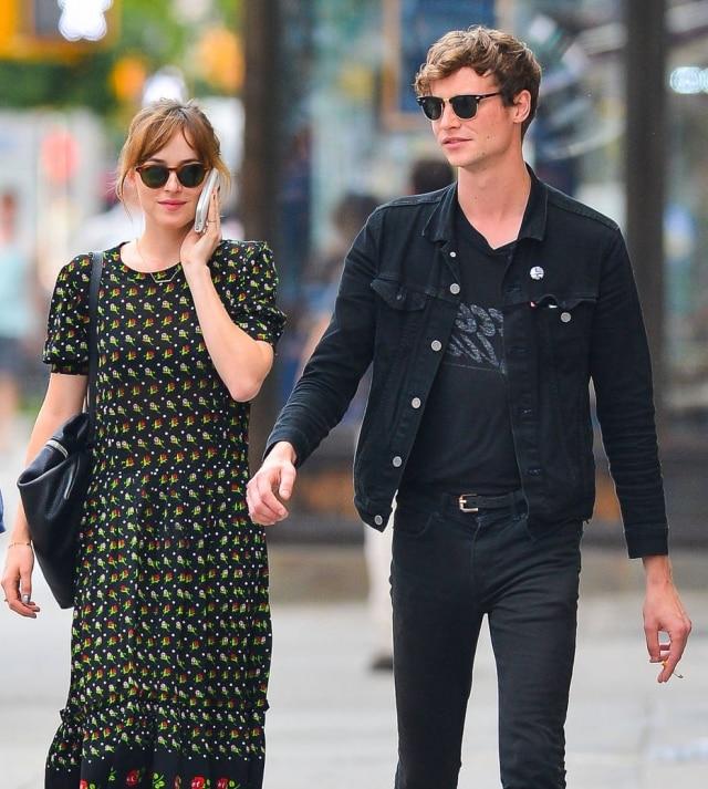 Dakota Johnson e o músico Matthew Hitt terminaram o namoro por conta da agenda lotada da atriz.