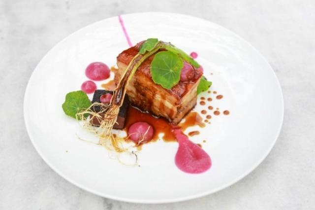 Barriga de porco do chef Victor Dimitrow, do Petí