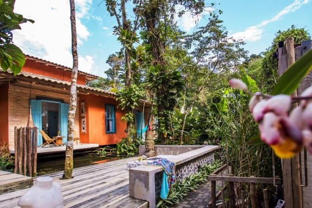 Imersa em área de preservação ambiental, casa se tornou refúgio para casal de arquitetos, que colocaram o projeto de pé em 15 meses