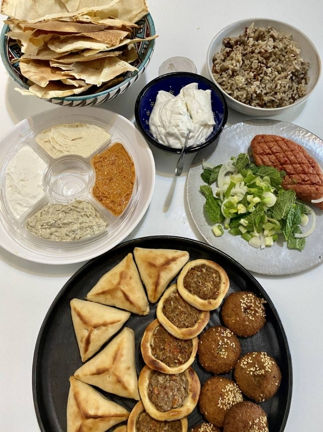 Pedir comida árabe em casa é sempre um grande programa