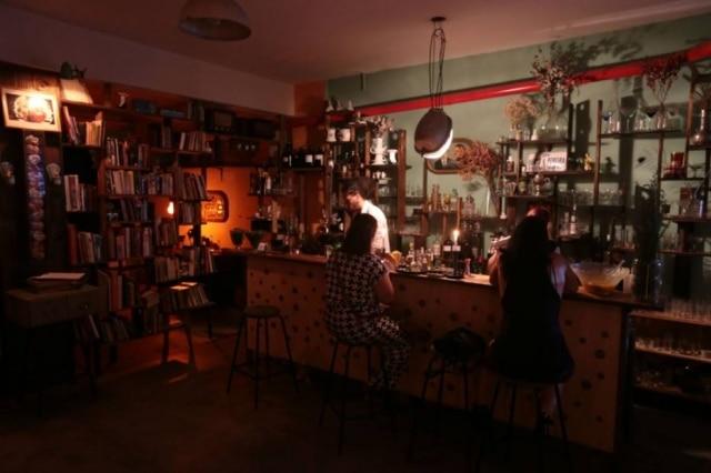 Néli Pereira é a responsável pelos drinques do charmoso bar