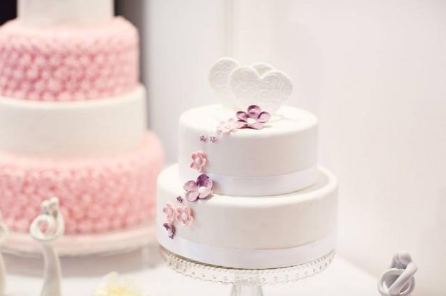 Confeiteiro se recusou a fazer bolo para casamento gay por desrespeitar seus princípios religiosos.