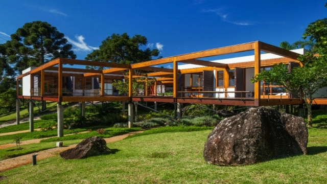 A Casa Grelha, construída na Serra da Mantiqueira, premiada pelo Instituto dos Arquitetos do Brasil