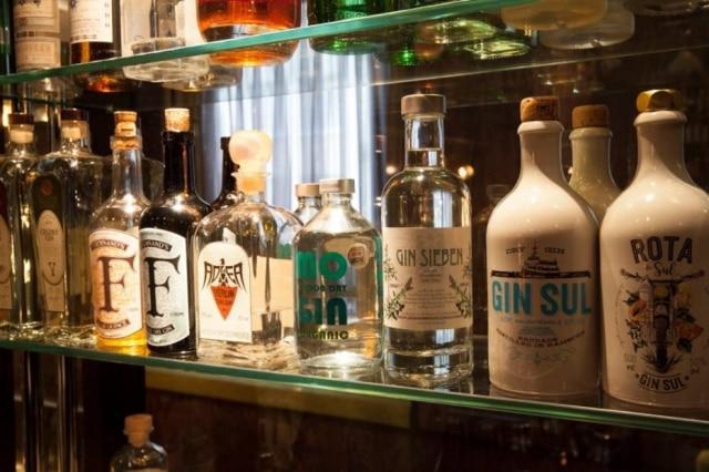 Na terra da cerveja, quem está reinando é o gim. Esta é a coleção do bar Le Lion, em Hamburgo.