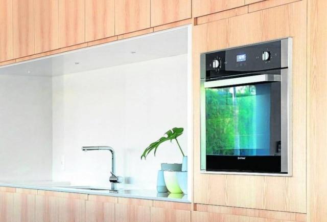Cozinha projetada pelo arquiteto Otto Felix foi feita com porcelanato