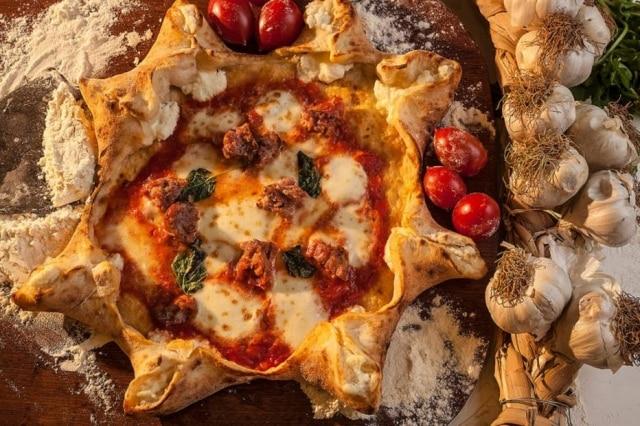 A pizza Carnevale