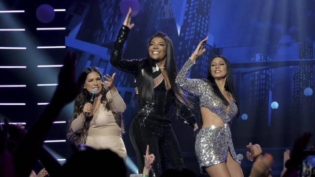 Ludmilla, Simone e Simaria cantando durante a gravação do clipe de 'Qualidade de Vida'.