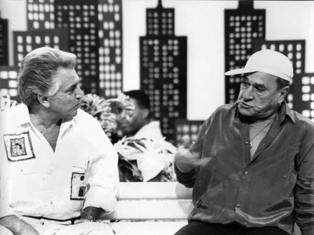Ronald Golias e Carlos Alberto de Nóbrega em gravação de 'A Praça É Nossa' em 1990.