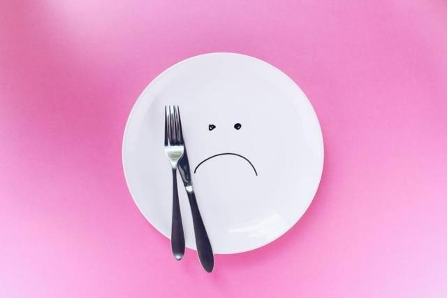 Pessoas com anorexia estão sempreinsatisfeitas com o próprio corpo e veem a comida como inimigo.