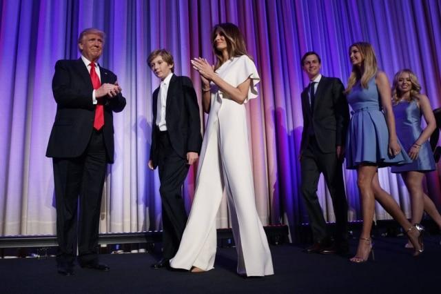 Melania Trump usou um macacão Ralph Laurenna comemoração do resultado das eleições americanas.