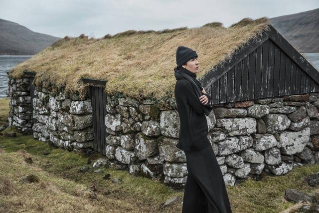 Imagem da campanha da nova coleção fotografada pela própria designerna Escandinávia