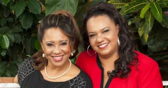 As irmãs Edna e Edineia se apresentam na Caixa