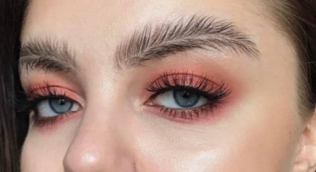 'FeatherBrow' foi uma criação da maquiadora Stella Sironen.