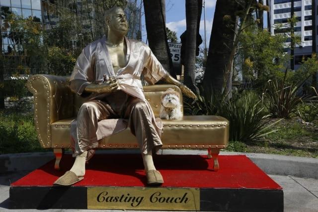 Estátua de Harvey Weinstein em Hollywood
